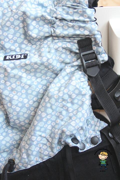 Nosítko KiBi: Detail na pásek, kterým se nastavuje podsazení nožiček.