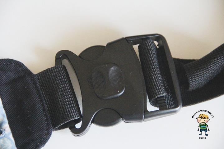 Nosítko KiBi: Všechny velké spony na nosítku mají zámek.