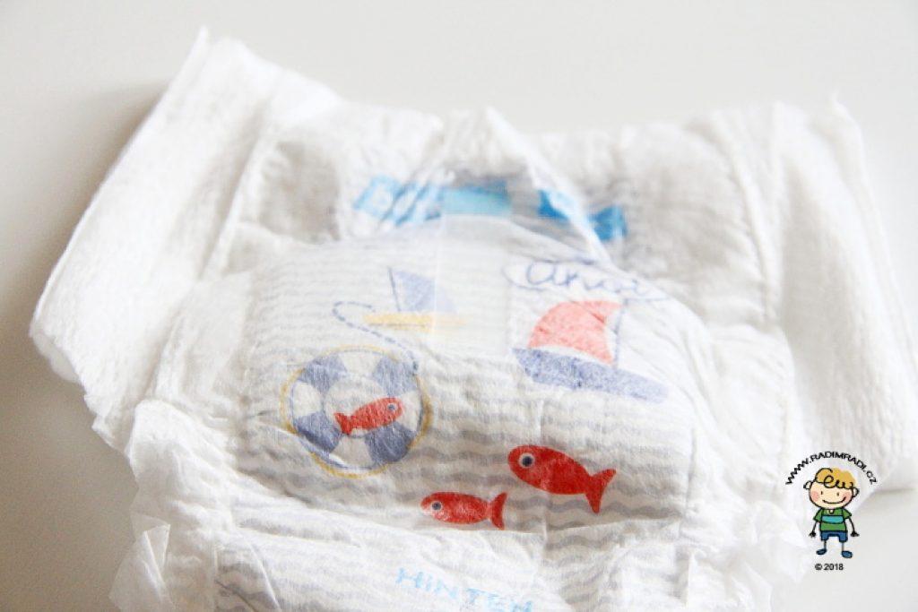 Plenkové kalhotky Babylove: Detail na lepící proužek
