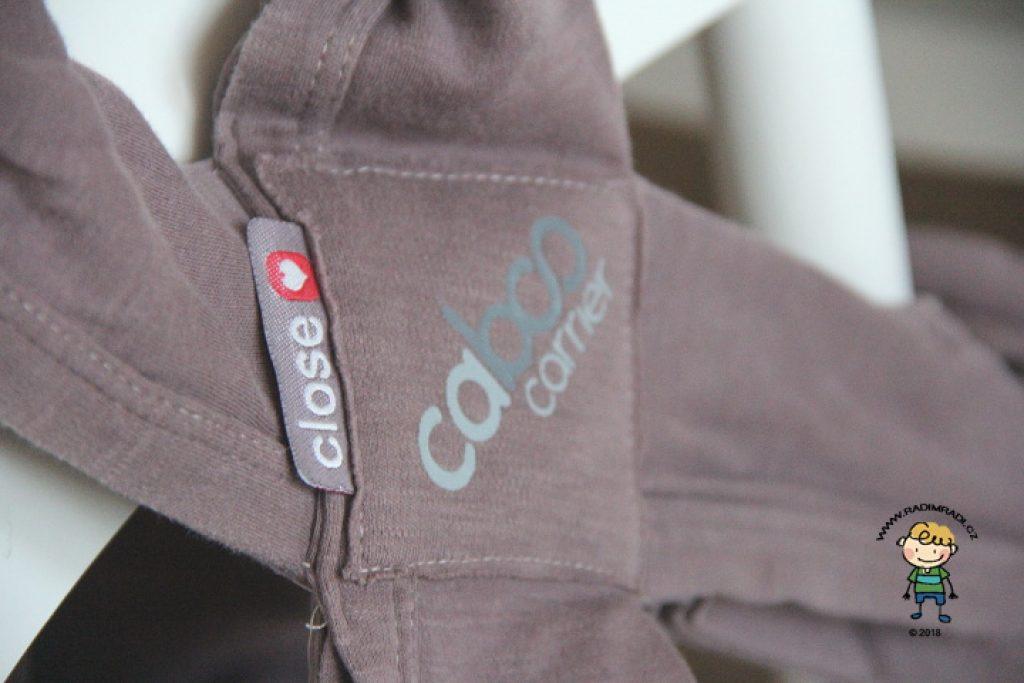 Nosítko Caboo Close: Detail na překřížení látky.