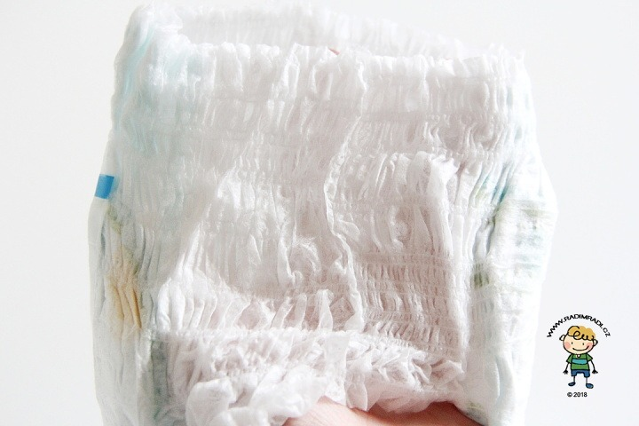 Pampers Pants: Detail na gumičky v pase.