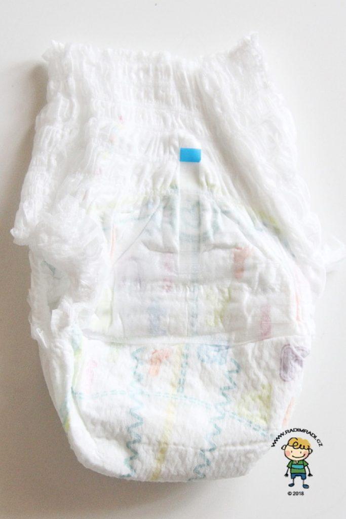 Plenkové kalhotky Pampers Premium: Plenka ze zadní strany.