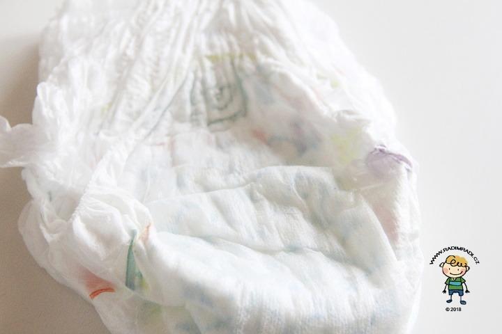 Plenkové kalhotky Pampers Premium: Detail na savé jádro.