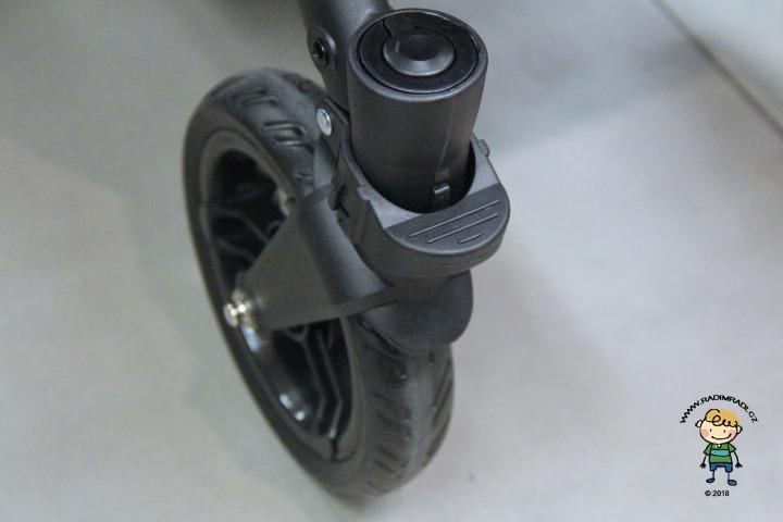 Valco Snap 4 přední kolečko - detail na aretaci kol.