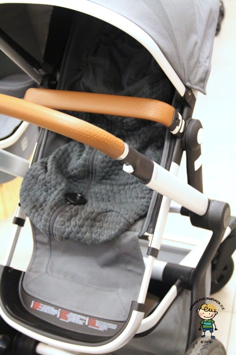 Joolz Day 2: Sportovní sedačka s dekou.