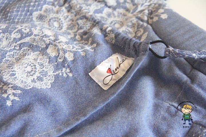 Nosítko Lenka 4ever: Detail na kapucku a značku Belenka.