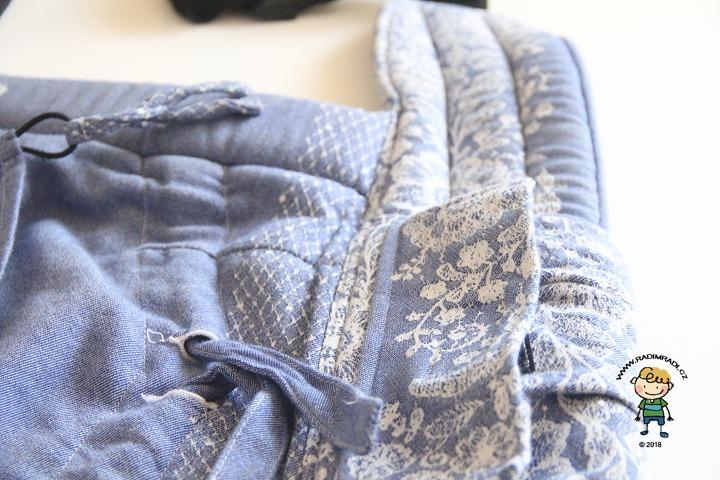 Nosítko Lenka 4ever: Detail na bederní pás a na kapsičku.