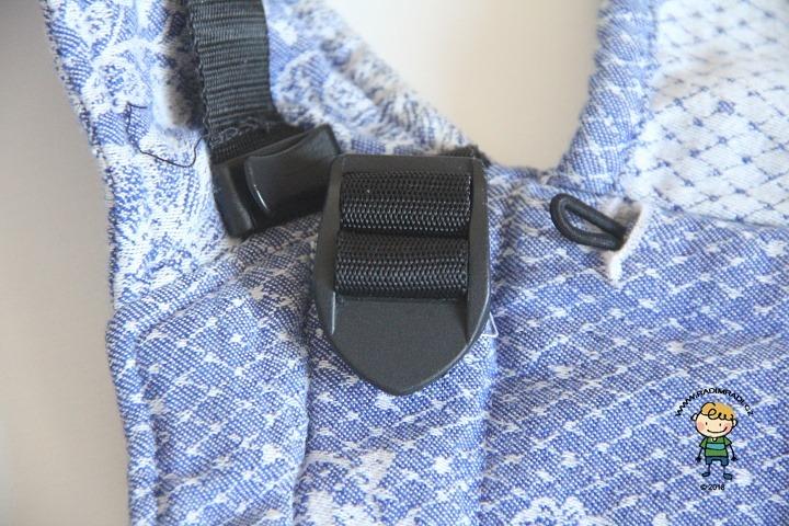 Nosítko Lenka 4ever: Detail na popruh, kterým se nastavuje zádová opěrka.