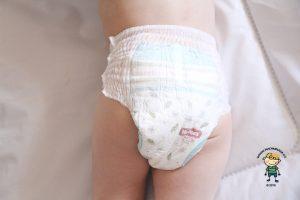 Plenkové kalhotky Huggies pants: Jak plenkové kalhotky sedí ze zadní strany.