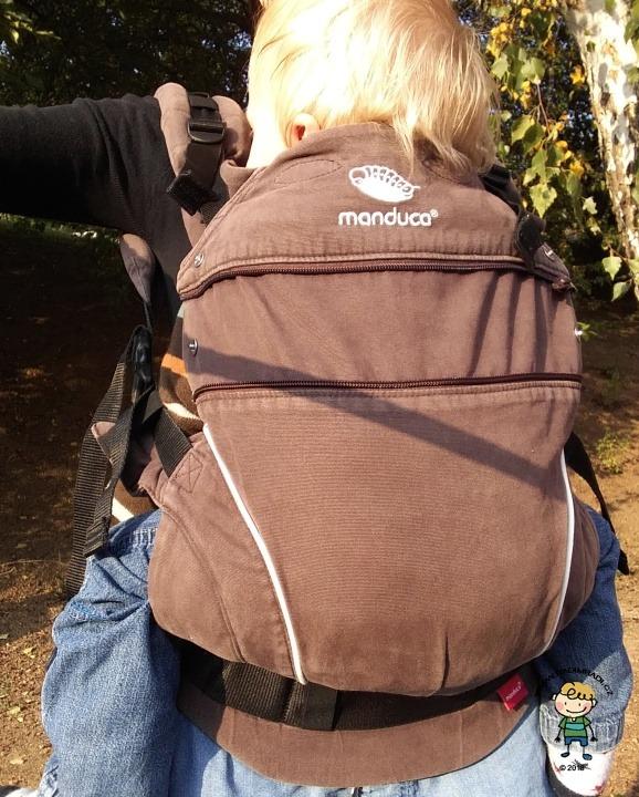 Manduca PureCotton na dítěti o hmotnosti 9,5 kg.