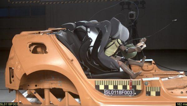 Autosedačka Concord Ultimay i-size při čelním nárazu.
