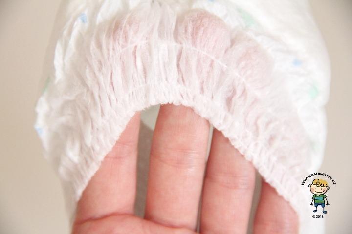 Babylove plenkové kalhotky se třemi kanálky: Detail na gumičku kolem nožiček.