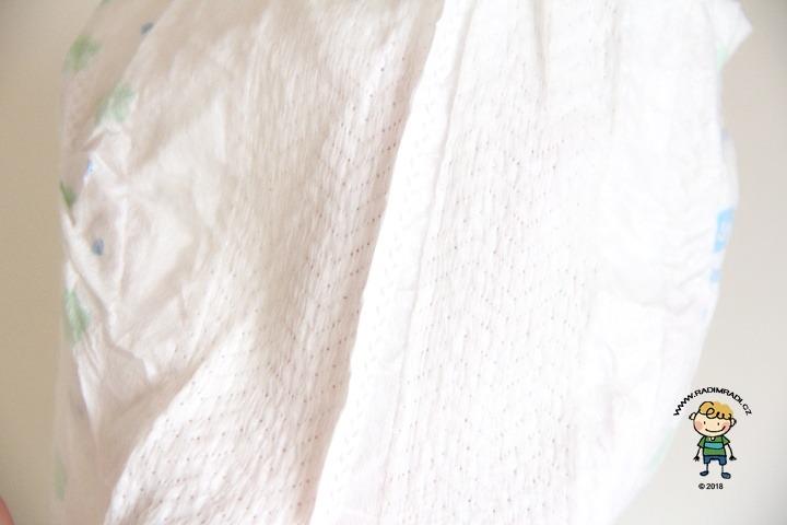 Babylove plenkové kalhotky se třemi kanálky: Detail na gumičky v pase.