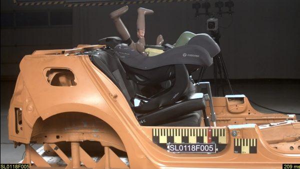 Autosedačka Concord Ultimay i-size při čelním nárazu získala nedostatečně také proti směru jízdy.